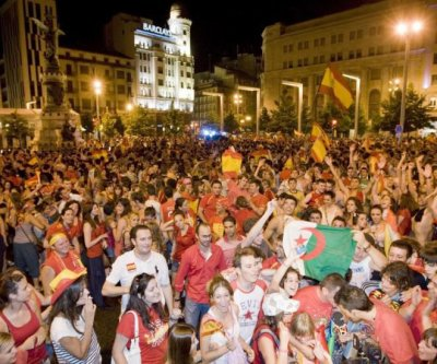 ALGERIAN PEOPLE WITH SPAIN PEOPLE IN WORL CUP 2010