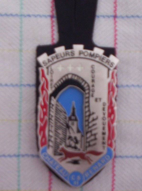 Insigne de Chateaurenard 45  A VENDRE OU A ECHANGER