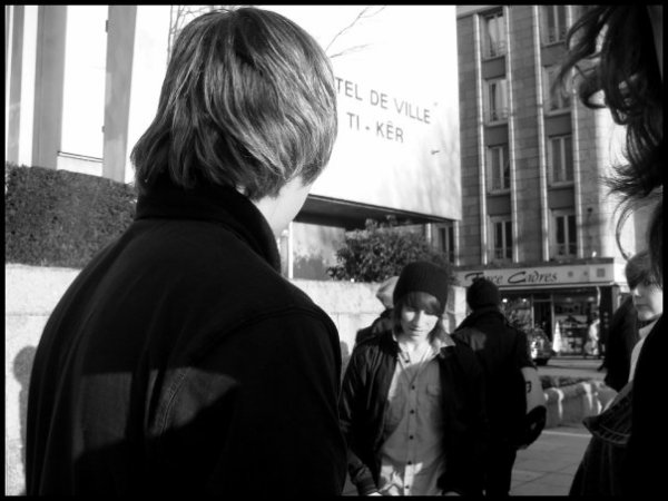(8) Walking on the street (8)