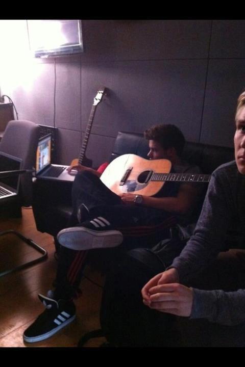Vendredi 03 aout 2012 , One direction journé au studio sauf zayn