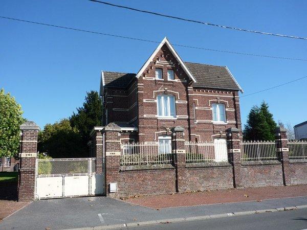 De Sessevalle II Eglise, presbytère, chapelle, école, prieuré de Beaurepaire