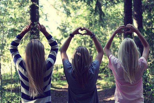 les amis sont les anges qui nous aides a nous envoler quand nous n'y arrivons plus.