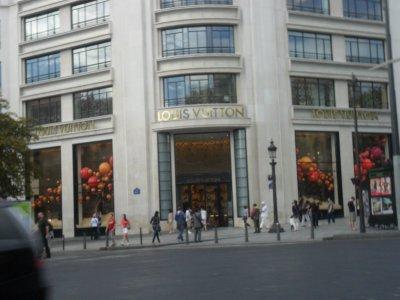 QUELQUES  MAGASINS  BIEN  CONNUS  A  PARIS... 17 août 2011