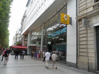 VISITE  DE  L'ATELIER  RENAULT  -  CHAMPS  ELYSEES  - PARIS le 17 août 2011