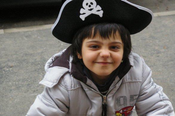 Mon fils Luca Adoré avec son chapeau de pirate qui avais mis pour le carnavale de l'école