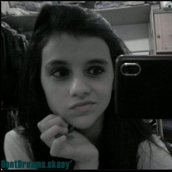 J'aurai aimer être une larme pour naître dans tes yeux, vivre sur tes joues et mourir sur ta bouche.