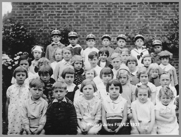 Tilloy les Mofflaines Photo de classe de 1937 -