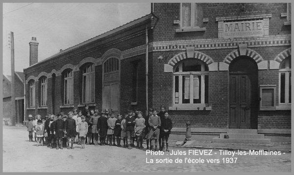 TILLOY-les-MOFFLAINES - La sortie de l'école - vers 1937