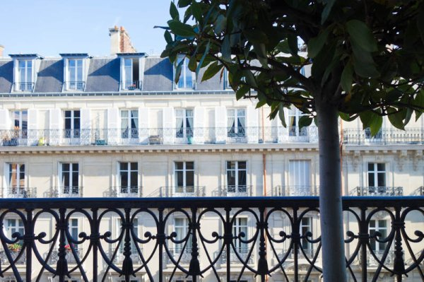 JOIN ME TO GET A EVERYDAY MORNING IN PARIS