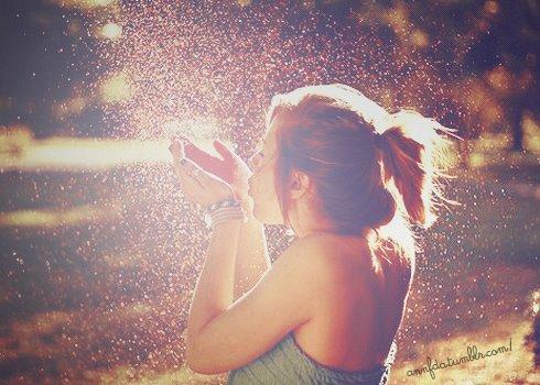 Un enfant m'a dit un jour:  Si tu pleures et que tu ris en même temps, tu auras un arc-en-ciel sur les joues. :D