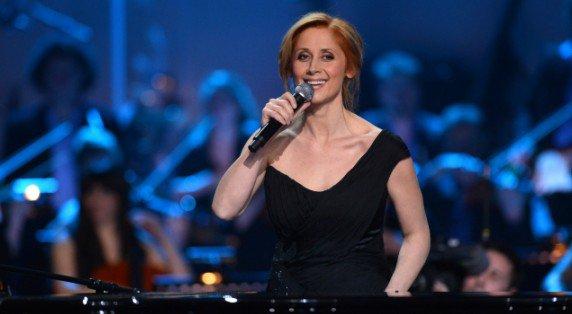 """Lara Fabian prend la défense de Céline Dion : """"On m'invente une guerre avec elle"""""""