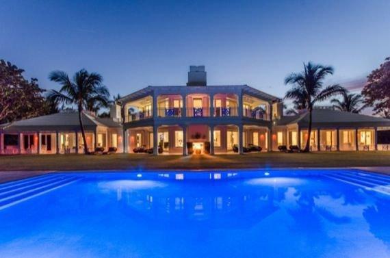 Céline Dion baisse le prix de sa villa de Floride de.... 10M$