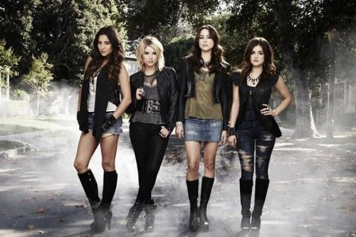 Lookbook Aria dans pretty littel liars