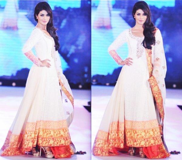 .♥.priyanka chopra defile pour Manish Malhotra spectacle pour ACMPA .♥.