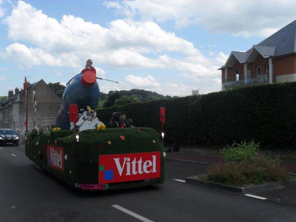 TOUR DE FRANCE A ST VALERY !! UN APERCU DE LA CARAVANE