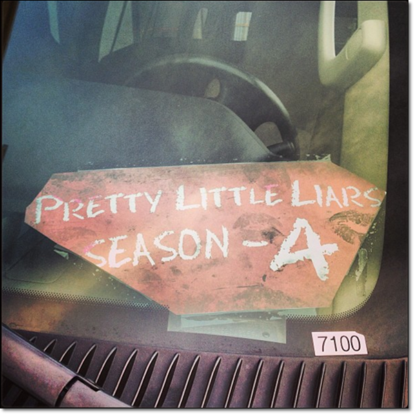 """ I won't be that easy Bitches -A ""PRETTYxLiiTLLExLiiARS keeps no secrets about Pretty Little Liars . ◘ News :L'avant-première de Spring Breakers à Los Angeles, Ashley Benson a reçu le soutien de Keegan Allen , Shay Mitchell & Tyler Blackburn Twitter: les posts du tournage !"