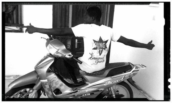 Emmanuel guirou je suis allé au village et grandis jusqu'a 18 ans et je retourne a bamako en 2011 pour continué mon étude 11e