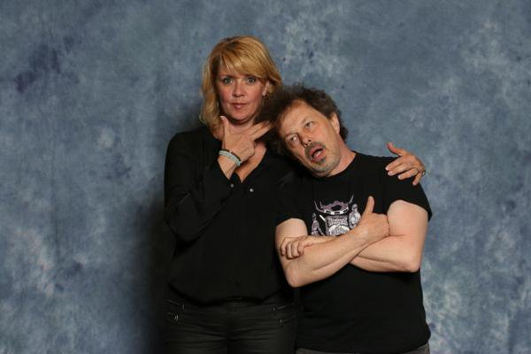 47 000 dollars canadien pour S4K + TWITTER + Nouvelles photos AT8 + Panel AT8 + PHOTO Amanda & Curtis Armstrong + Amanda à annulée sa venue dans Show TV + Amanda & Jewel Staite + Photos d'Amanda de nouveau BLONDE + Vidéos + Petite traduction du panel d'Amanda Emerald City Con