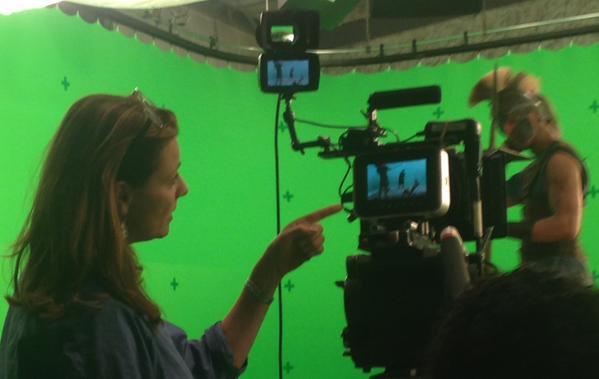 TWITTER + Nouvelle photo Olympus tournage + Sanctuary For Kids + Projet Anniversaire + Photo Amanda sur le tournage d'Olympus + Conventions + Message d'Amanda S4K traduit + Deux nouvelles photos.
