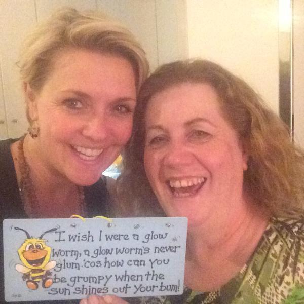 Amanda à répondu à l'article de son ANNIVERSAIRE + New Tweet d'Amanda sur les migrants à Budapest + FAN Page TWITTER & FB sur ROBIN DUNNE - Projet anniversaire + TWITTER + Nouvelle photo postée par Amanda sur TWITTER + Nouvelle photo d'Amanda avec un gâteau d'anniversaire !
