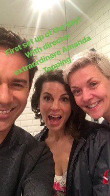 Nouveaux tweets traduit & photo Amanda + Photos de tournage d'Amanda #Travelers + TWITTER : Photo Amanda, Eric McCormack & Leah Cairns + Amanda Travelers S3 + Amanda Straight Out of Scifi + NOUVELLE interview avec une FAN d'Amanda !