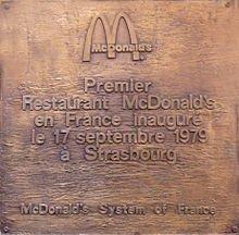 MAC DONALD'S S'IMPLANTE OFFICIELLEMENT EN FRANCE (1979)