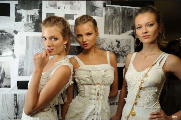 La haute couture est un art .  Non ! Camille a raison ! La haute couture est une religion et Vogue en est la Blible .  AMEN !