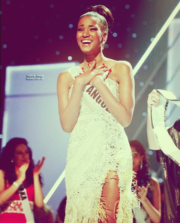 Couronnement de Miss Univers 2011 à Sao Paulo au Brésil, Leila Lopes, Miss Angola. Je me lève ce matin, je tape Miss Univers pour voir le nom de la gagnante et là je suis choquée, je m'attendais tellement pas à ce que ce soit Miss Angola, je ne vous cache pas que je l'aime pas trop, j'ai pas pu m'empêcher de pleurer mdr telle ma déception était immense ! Il y avait de tellement plus belles à mes yeux ! Laury par exemple, qui même si elle a finit 6ème (félicitations à elle d'ailleurs !) aurait vraiment merité le titre ou encore Pays Bas, Grèce, Finlande, Russie, Costa Rica, Colombie, Roumanie, Philippines, Israel (ce sont mes goûts je précise). Jimena je vais te regretter, tu es et restera la meilleure des Miss, autant physiquement que dans sa façon d'être, elle était parfaite! J'espère qu'on aura encore des news d'elle :s (comme on me pose souvent la question, oui je continuerais à les mettre sur le blog).