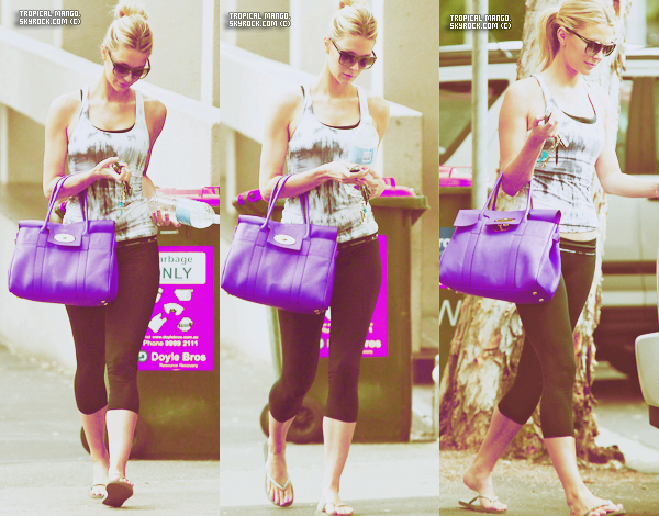 07.10.2011 - Jennifer Hawkins apercue se rendant à son cours de yoga à Sydney.