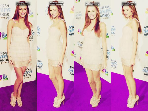 09 décembre 2011 - Alyssa Campanella lors de la soirée American giving awards 2011.  Elle était vraiment sublime! Je l'aime de plus en plus cette Miss ! sinon j'adore sa robe et ses chaussures, & vous votre avis sur la tenue?