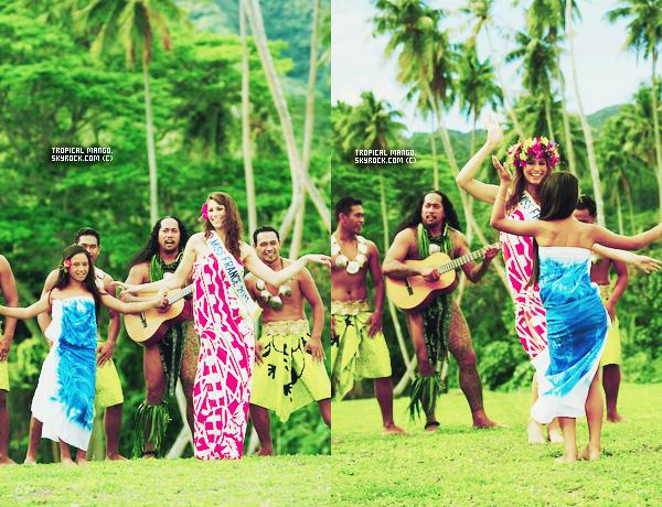 11/12/2011 - Voici de nouvelles photos de Laury à Tahiti cet été par Tim Mckenna.Nous pouvons voir Laury avec Miss Tahiti 2010 : Poehere Wilson. Les photos sont magnifiques, le paysage est superbe, ça fait rêver !