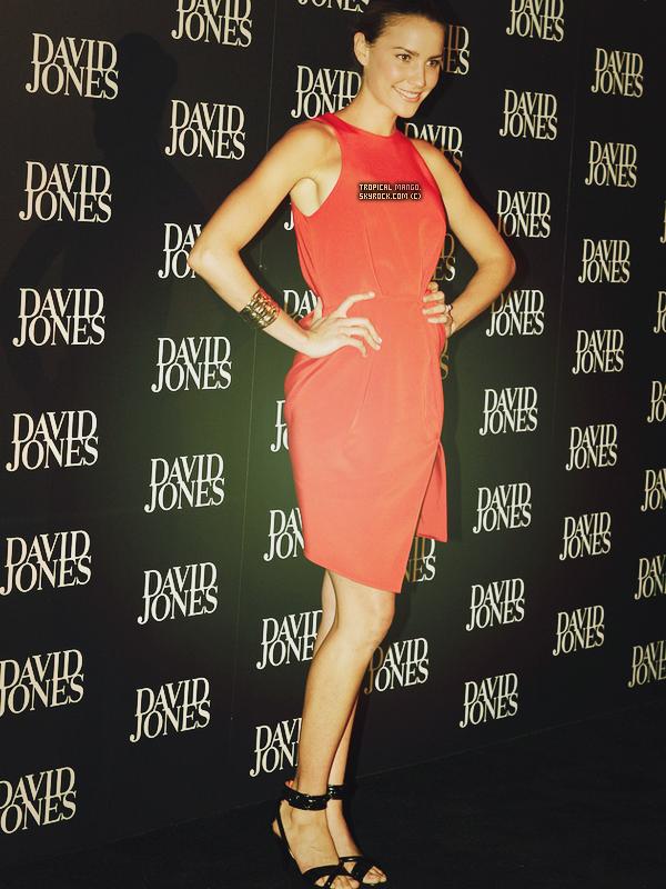 MISS AUSTRALIE 2009 RACHAEL FINCH LORS DE LA SOIREE DAVID JONES EN AUSTRALIE. Elle avait terminée 3ème dauphine de Miss Univers 2009, Stefania Fernandez. Sur les photos ci dessous elle est avec son petit ami.