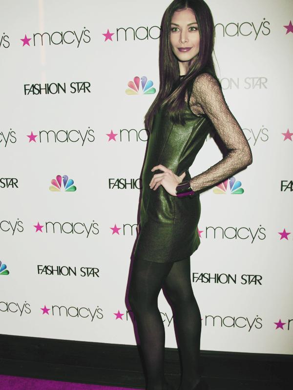 31/03 : D'autres photos de Miss Univers 2008 lors de l'avant première de Fashion Star.Le 25 mars 2012, Dayana était présente à l'avant première de la saison 2 de The Killing à Hollywood en Californie les photos ici.