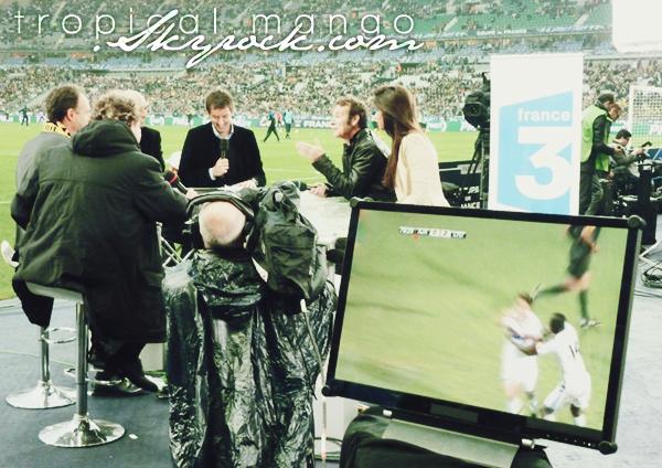 28/04/2012 - De nouvelles photos de Malika Ménard lors du match Quevilly/Lyon.Vous pouvez la voir avec Franck Dubosc. Le match s'est soldé par 1-0 pour Lyon. Photos par France 3, Haute Normandie.
