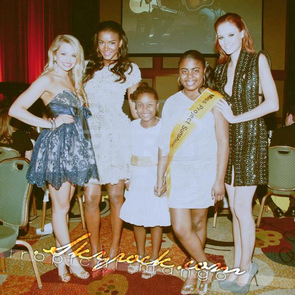 01/05/2012 - Leila Lopes, Alyssa Campanella et Danielle Doty réunies lors d'un gala.C'était lors du projet annuel «Sunshine in the city» de l'association Project Sunshine à New York. Photos : Billy Farrell Agency.
