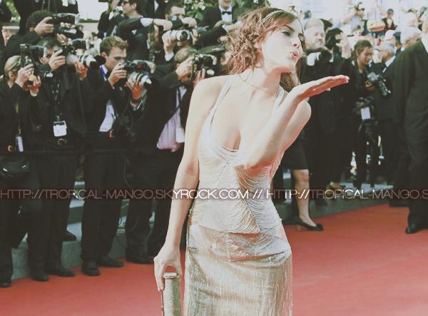 26/05 - Miss Univers 2010, Jimena Navarrete lors de la 1ère du film Mud à Cannes !Je suis déçue du maquillage je la préfère les yeux charbonneux, par contre je trouve la robe magnifique ! Mais c'est un peu dans le même genre de celle de l'année dernière. Quant à la coiffure, j'aime beaucoup ! Et vous, quel est votre avis sur le look de Jimena ?