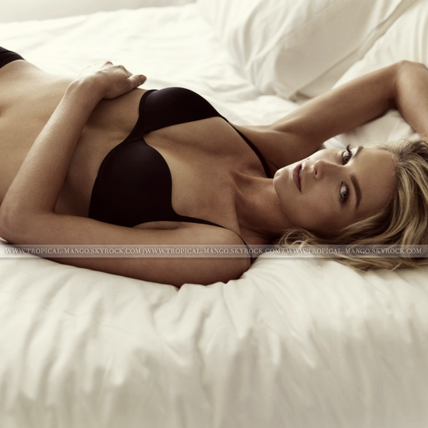 ◆ MISS UNIVERS 2004, JENNIFER HAWKINS POSE POUR LOVABLE. ◆