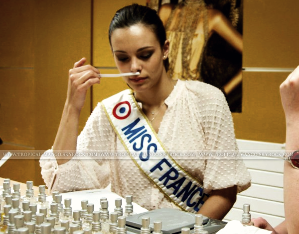 ◆ MISS FRANCE 2013 CREE SON PROPRE PARFUM D'AMBIANCE. ◆