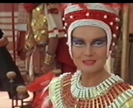 Visite de la reine d'égypte ........AVEC VOTRE ARGENT !!!