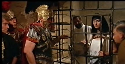 """""""Ne sait pas faire la différence entre une reine d'Égypte et une pute de banlieue !"""""""