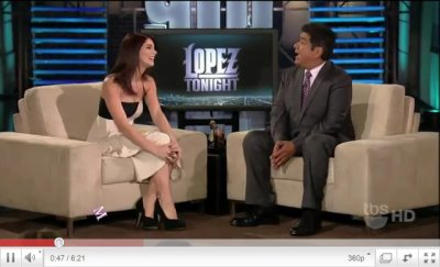 Ashley Greene sur le plateau de George Lopez