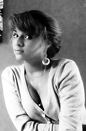 J'ai bien des cheveux blond, des yeux bruns un bronzage prononcé et un rire plus qu'aisé. Et pourtant je n'ai pas changé. Mais tu ne m'as pas reconnu en fin de rue .!