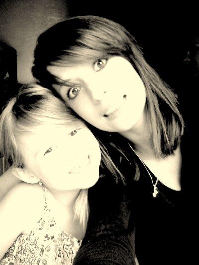 Joyce et Laura :) je vous aime mais petite soeur