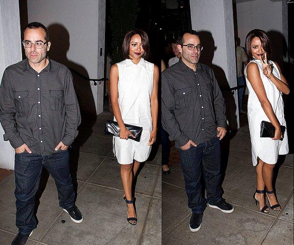Le 09 Septembre 2013: Quittant avec un ami le restaurant Fig & Olive à Los Angeles.