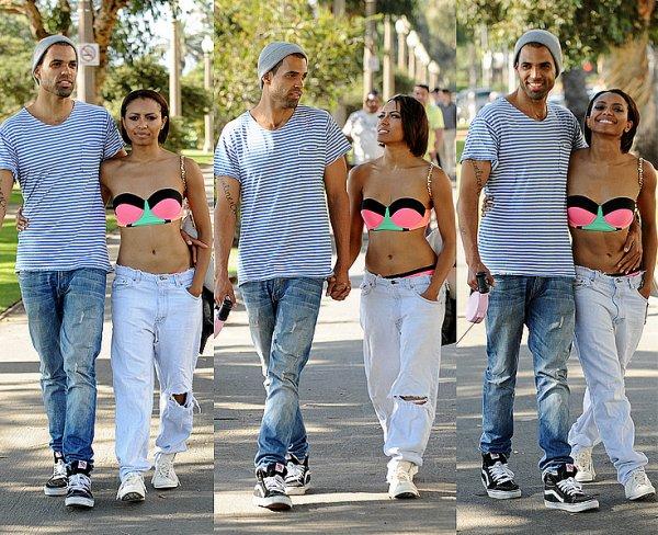 Le 14 Octobre 2013: Katrell se promenant avec Izzy dans les rues puis sur la plage de Santa Monica.