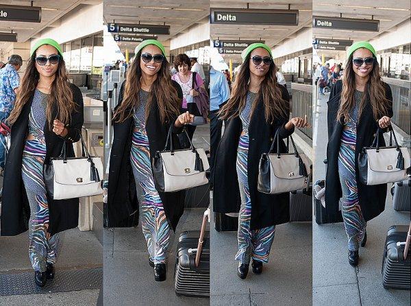 Le 18 Octobre 2013: arrivant à l'aéroport de LAX.