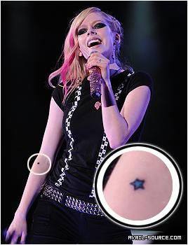 Tatouage d Avril Lavigne ♥