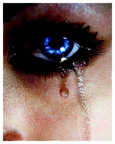 Tu vois ces larmes sur ma joue ? C'est l'amour dont tu te fous.