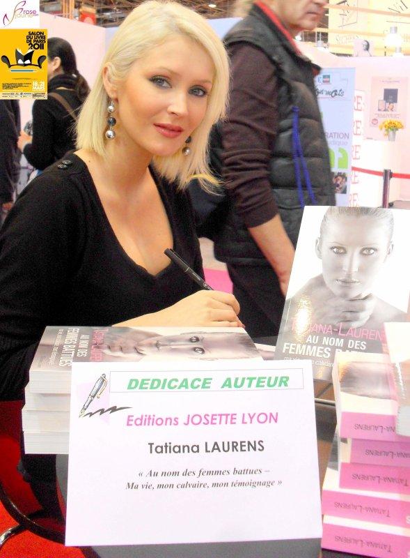 Tatiana-Laurens en Dédicace au salon du livre (le 20.03.2011 Porte de Versaille)