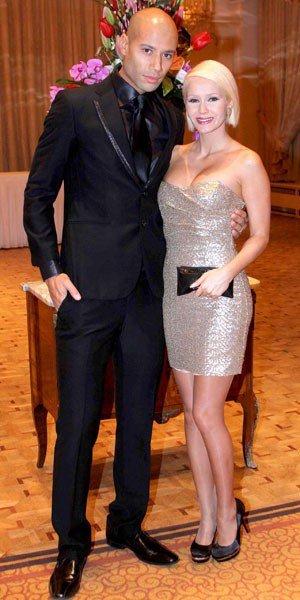 Les tenues de fêtes de Tatiana Laurens et Xavier Delarue : in ou out ? (Photo)